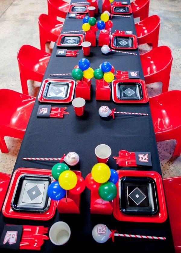 mesa con decoracion de cumpleaños de roblox