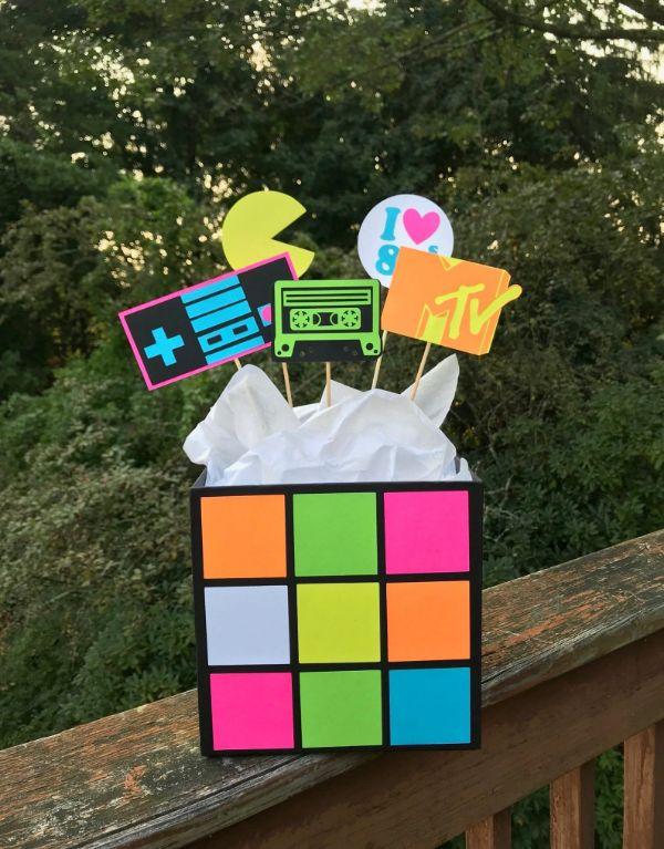 cubo de rukbik decoracion fiesta de los 80 y 90