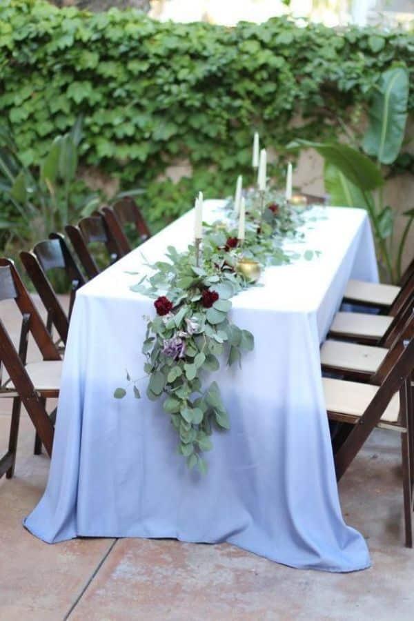 centros de mesa alargados morado para bodas