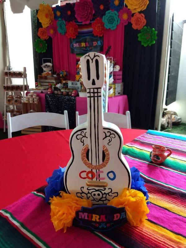 centros de mesa de coco guitarra