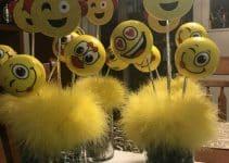 2 tipos de centros de mesa de emojis para fiestas divertidas
