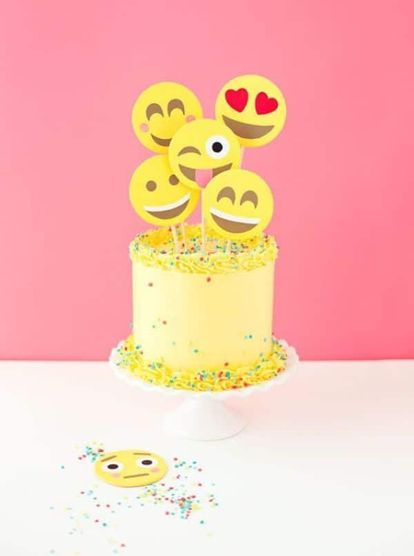 fiestas de emojis para niñas tortas