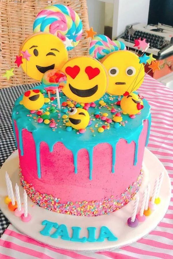 pasteles en fiestas de emojis para niñas