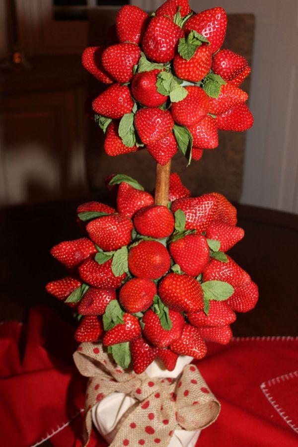 centros de mesa con fresas para bodas