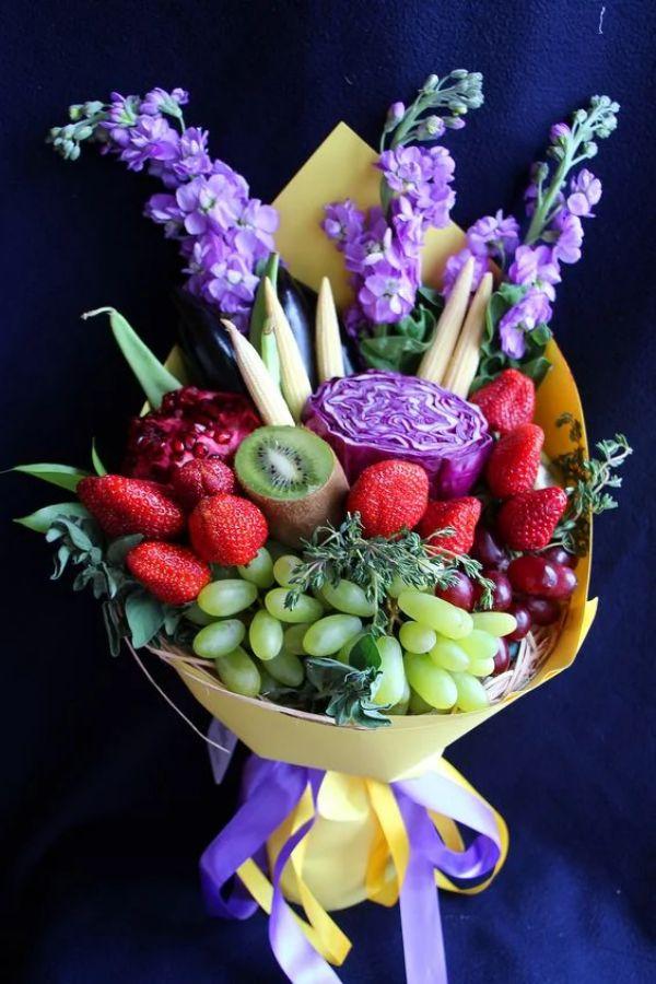 centros de mesa con fresas para matrimonio
