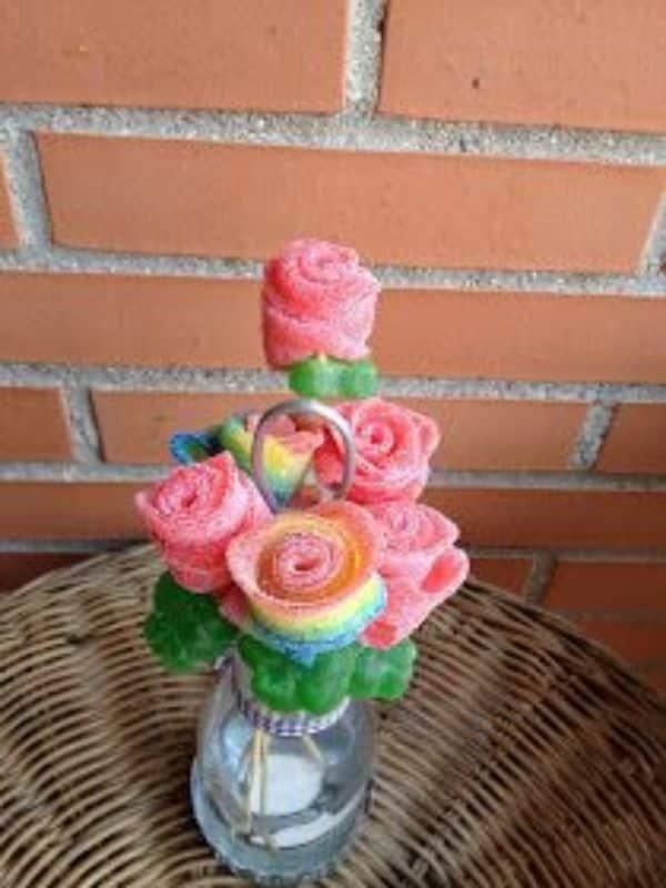 centros de mesa con gominolas con forma de rosas